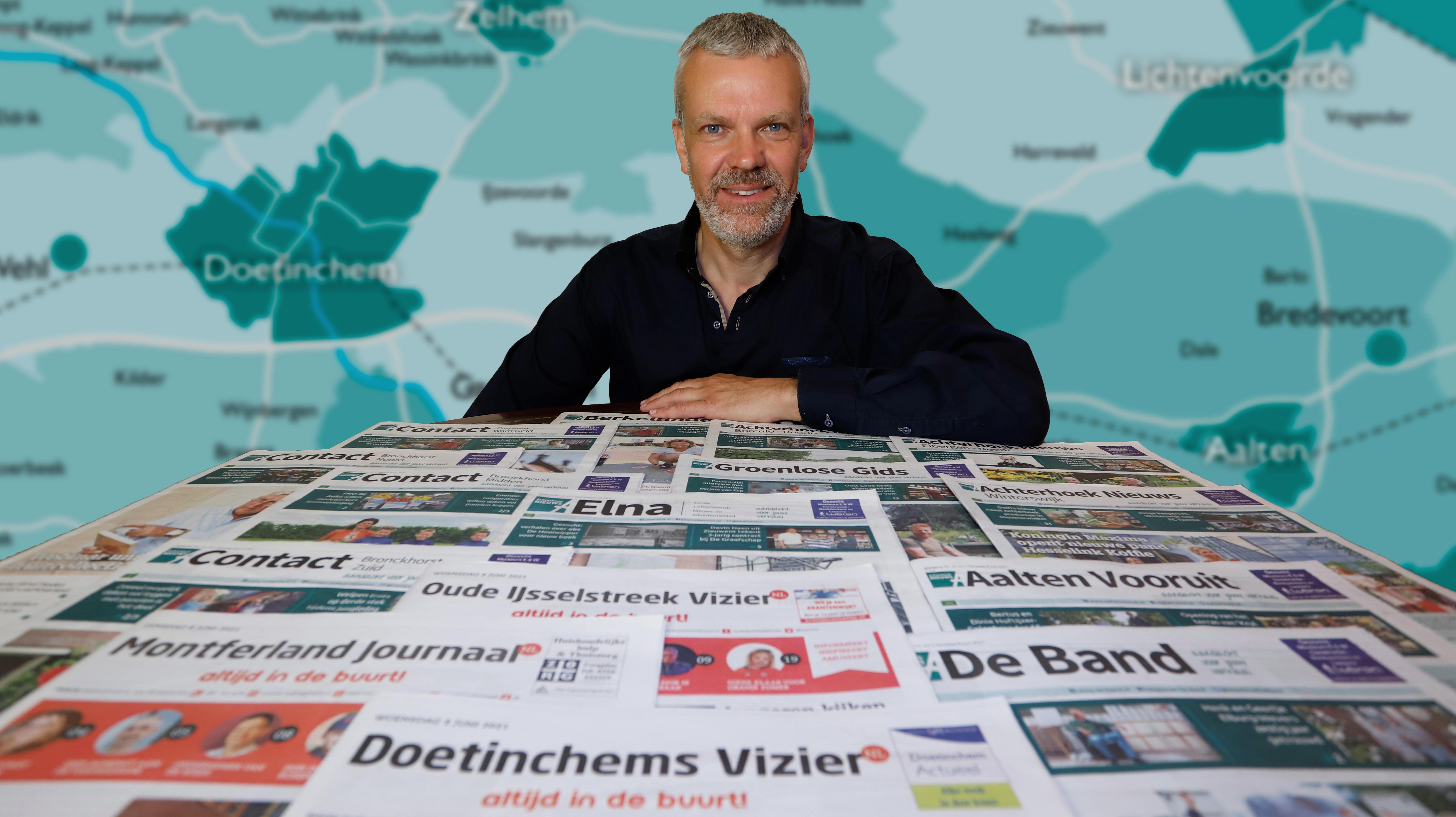 Gerhard Weevers met de 15 weekbladen