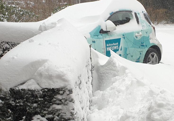 Auto AN in de sneeuw